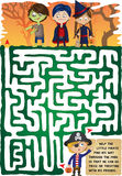 Labirinto do Dia das Bruxas para miúdos Foto de Stock