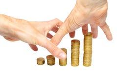 Ajuntando as mãos do dinheiro imagens de stock