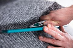 Ajustador Fitting Carpet de la alfombra fotografía de archivo libre de regalías