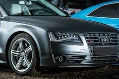 Ajustamento de Gray Audi S8 Fotos de Stock