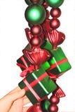 Ajustando a decoração do Natal Fotografia de Stock Royalty Free