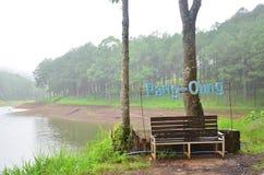 Ajustando-se e prepare um lugar para a fotografia em Pang Ung Fotografia de Stock