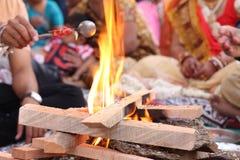 Ajustar-se levanta para orações hindu - Índia Imagens de Stock Royalty Free