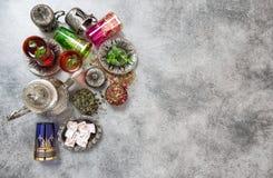 Ajuste árabe festivo da tabela de chá Feriados muçulmanos islam imagem de stock