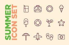Ajuste ícones do cocktail dos ícones da praia do verão, sol, gelado, falhanços de aleta, avião, câmera, mala de viagem Imagem de Stock