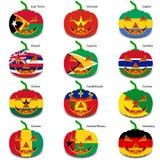 Ajuste abóboras para Dia das Bruxas como bandeiras do mundo Fotos de Stock