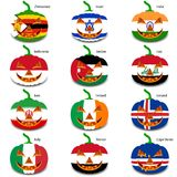Ajuste abóboras para Dia das Bruxas como bandeiras do mundo Fotografia de Stock