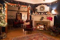 Ajuste acogedor de la chimenea de la Navidad Fotografía de archivo libre de regalías
