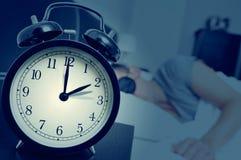 Ajuste al revés del reloj en el final del tiempo de verano Fotos de archivo libres de regalías