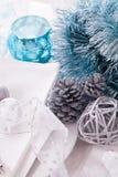 Ajuste azul y de plata elegante de la tabla de la Navidad Imágenes de archivo libres de regalías