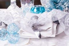 Ajuste azul y de plata elegante de la tabla de la Navidad Fotos de archivo
