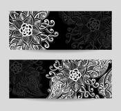 Ajuste bandeiras com as flores decorativas do sumário da Zen-garatuja brancas no preto ilustração royalty free