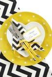 Ajuste blanco y negro amarillo de la tabla de la Feliz Año Nuevo del tema Fotografía de archivo libre de regalías