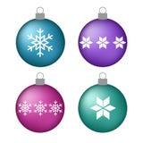 Ajuste bolas cor-de-rosa roxas azuis do Natal de turquesa do volume com snowf Fotos de Stock Royalty Free