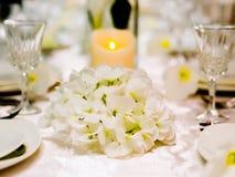 Ajuste bonito da tabela para o casamento imagem de stock