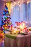Ajuste cambiante de la tabla de la Navidad para la Navidad Fotos de archivo libres de regalías