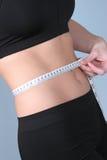 Ajuste - cintura de medición con métrico Imagenes de archivo