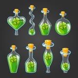 Ajuste com as garrafas da poção do trevo Imagem de Stock