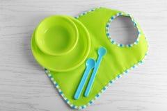Ajuste com o dishware brilhante do bebê fotos de stock royalty free