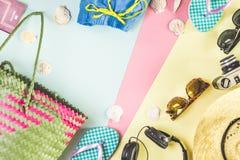 Ajuste com objetos para ir em uma viagem e à praia foto de stock