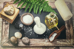 Ajuste con los accesorios del tratamiento de la belleza - aceite esencial, h del balneario Foto de archivo