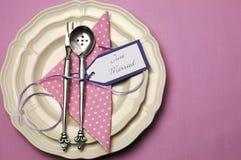 Ajuste cor-de-rosa da tabela do casamento com espaço da cópia. Fotos de Stock Royalty Free