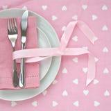 Ajuste cor-de-rosa da tabela do dia de Valentim Fotografia de Stock Royalty Free
