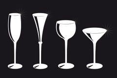 Ajuste da silhueta diferente dos vidros bebendo no fundo preto ilustração stock