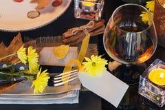 Ajuste da tabela com a decoração do outono para a ação de graças Foto de Stock