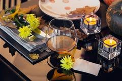 Ajuste da tabela com a decoração do outono para a ação de graças Fotos de Stock