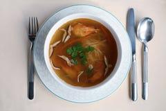 Ajuste da tabela com sopa quente Imagens de Stock