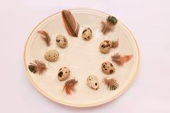 Ajuste da tabela da Páscoa com ovos Imagem de Stock