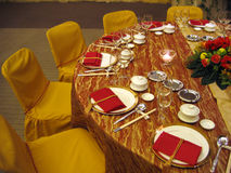 Ajuste da tabela de banquete do casamento Fotos de Stock Royalty Free