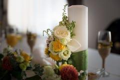 Ajuste da tabela do arranjo de flor do casamento Fotografia de Stock Royalty Free