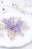 Ajuste da tabela do Natal com decoração, foco seletivo Imagens de Stock