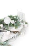 Ajuste da tabela do Natal, decoração da tabela no branco Fotografia de Stock Royalty Free
