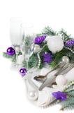 Ajuste da tabela do Natal, em tons roxos Fotografia de Stock Royalty Free