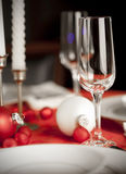 Ajuste da tabela do Natal em vermelho e em branco Fotos de Stock Royalty Free