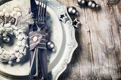 Ajuste da tabela do Natal no tom de prata imagem de stock