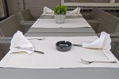 Ajuste da tabela do restaurante. Imagem de Stock