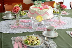 Ajuste da tabela do tea party do aniversário Imagem de Stock