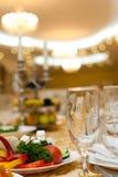 Ajuste da tabela em um casamento luxuoso imagem de stock