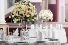 Ajuste da tabela em um copo de água luxuoso Fotos de Stock Royalty Free