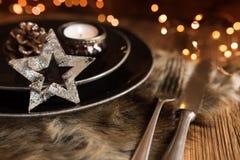 Ajuste da tabela para uma refeição do Natal imagens de stock royalty free