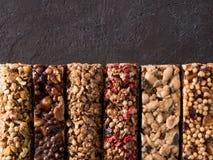 Ajuste das barras de granola diferentes fotos de stock