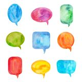 Ajuste das bolhas do discurso ou das nuvens coloridas da conversação Pintado pela aquarela e isolado no branco ilustração royalty free