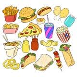 Ajuste das garatujas tiradas mão das etiquetas do fast food ilustração stock