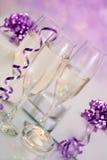 Ajuste de Champagne com presentes Foto de Stock Royalty Free
