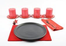 Ajuste de la tabla de Christmassy con fieltro y velas Imagen de archivo