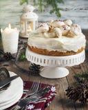 Ajuste de la tabla con la torta imagen de archivo libre de regalías